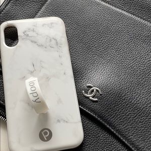 Loopy Max case white marble.
